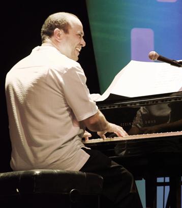 Oscar Hernandez, piano